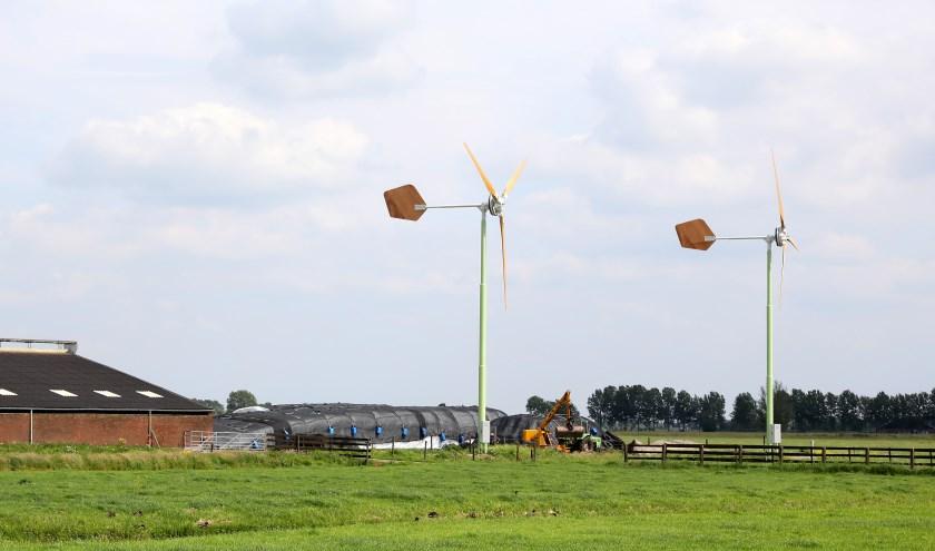 kleine windmolens bij agrarisch bedrijf